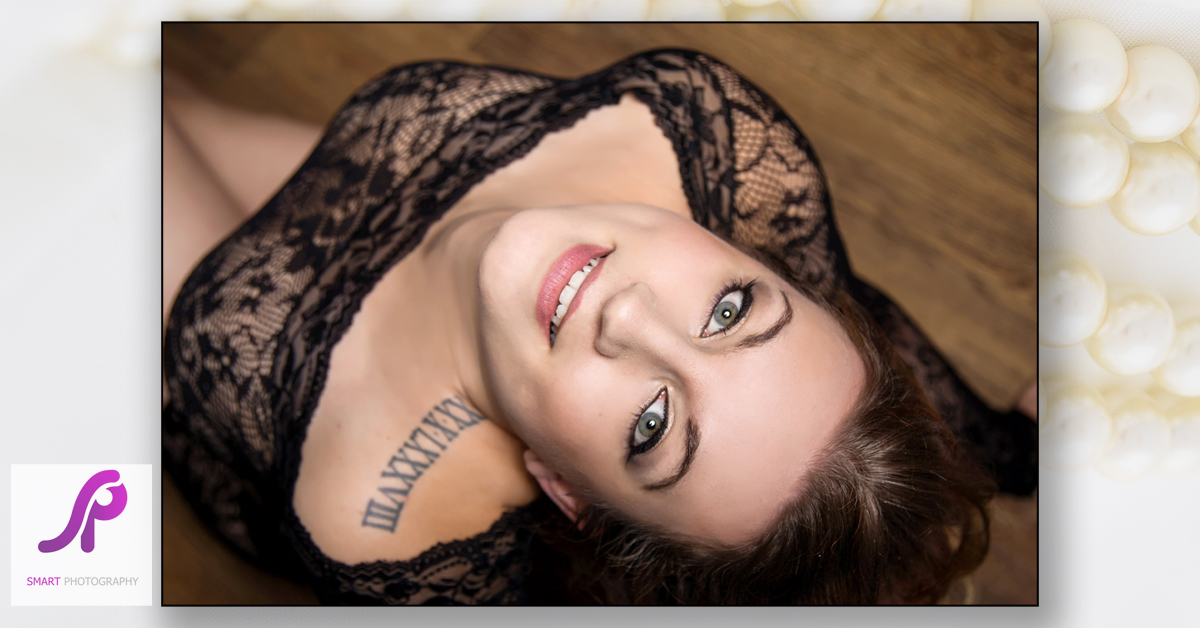boudoir photo on wooden floor